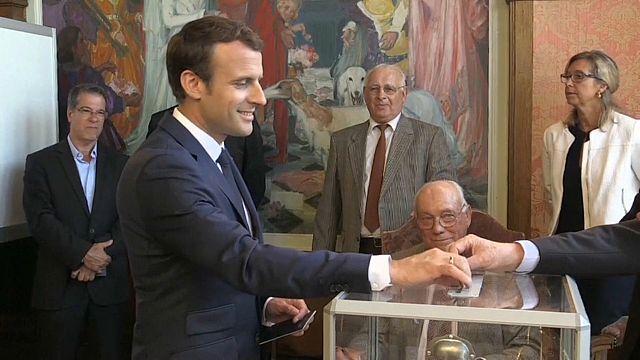 França: líderes votam nas legislativas
