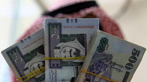 السعودية تفرض ضريبة مالية على التبغ والمشروبات الغازية
