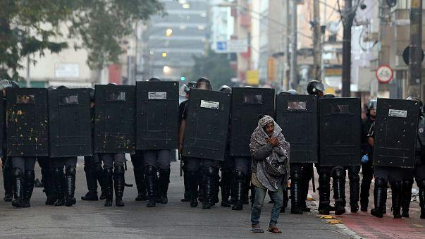 """Фото дня: полицейская операция в """"Крэклэнде"""""""