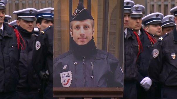 Mort du policier sur les Champs-Elysées : trois hommes écroués