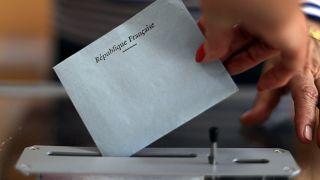 Políticos franceses votam nas legislativas