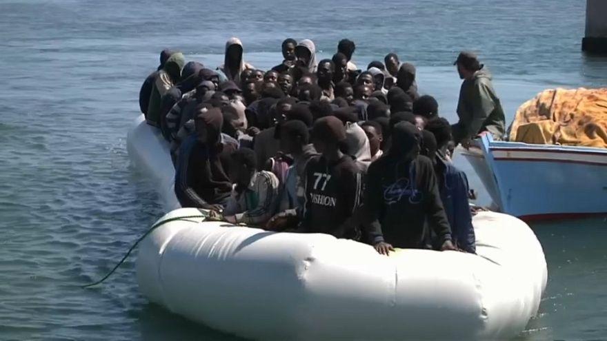 Libia, la guardia costiera porta indietro i migranti