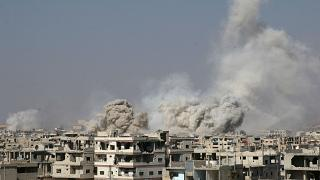 Forças sírias atacam campo de refugiados