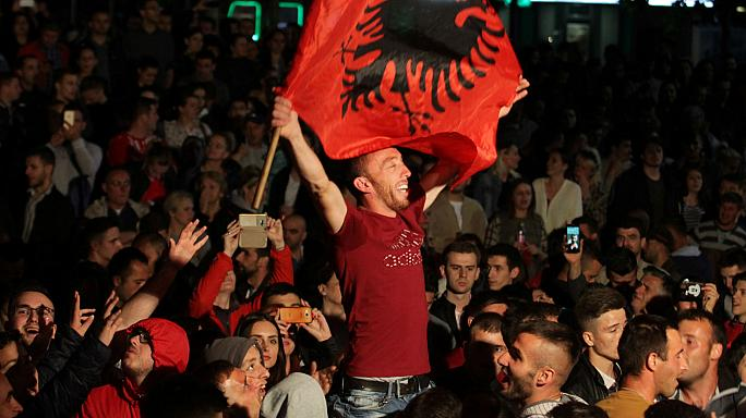 Coligação nacionalista de ex-guerrilheiros do Kosovo vence legislativas
