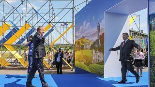 Ukraine parties to celebrate visa-free access to EU