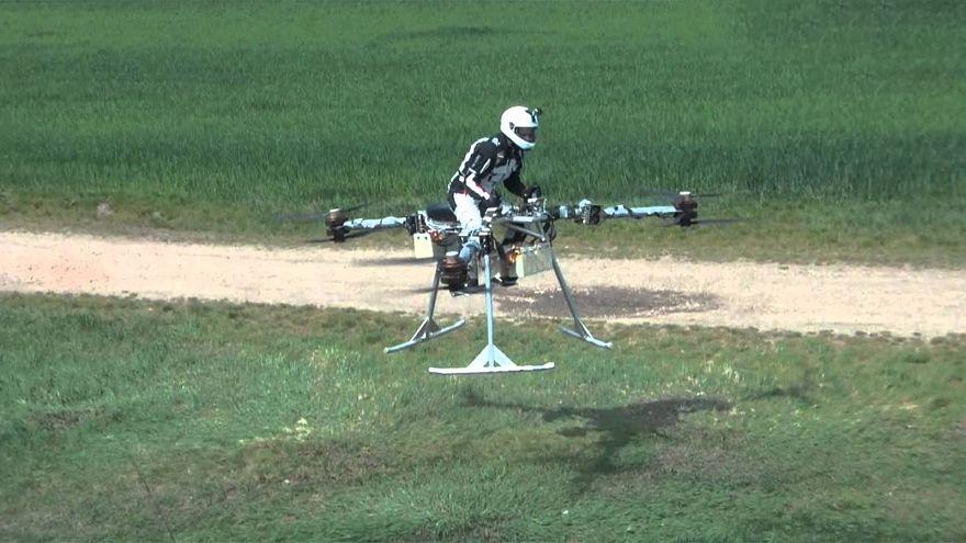 Die Drohne, auf der Sie sitzen und fliegen können