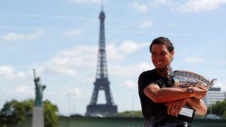 Nadal, Roland Garros'taki 10. şampiyonluğunu kutluyor