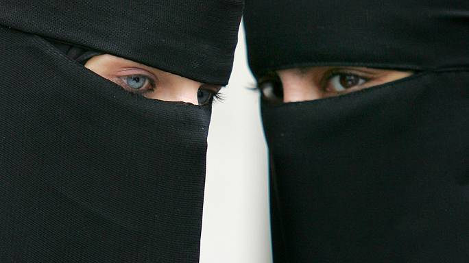 النرويج تتجه لحظر النقاب في المؤسسات التعليمية