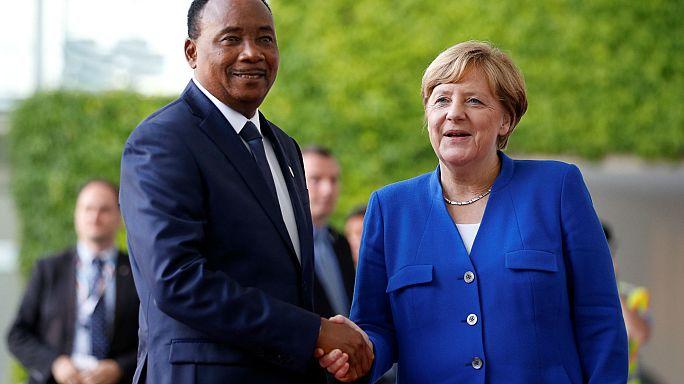 Afrika-Konferenz: Merkel will Geld und Waffen nach Afrika schicken