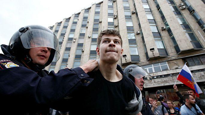 Russland: Hunderte Festnahmen bei Protesten
