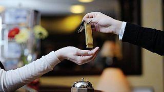 برخوردهای سلیقه ای درباره اقامت زنان مجرد در هتل