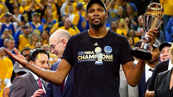 Os Golden State Warriors são campeões da NBA pela quinta vez