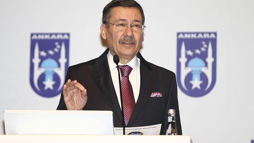 """Ankara főpolgármestere szerint """"külföldi hatalmak"""" állnak a tegnapi földrengés mögött"""