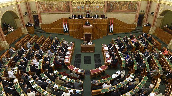 Megszavazta a Fidesz a civiltörvényt