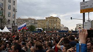 """Oltre la protesta: I giovani della piazza gridano, """"Russia senza Putin"""""""