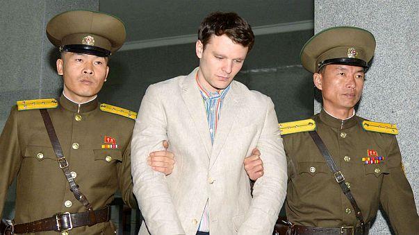 Szabadon engedtek Észak-Koreában egy tavaly bebörtönzött amerikai diákot