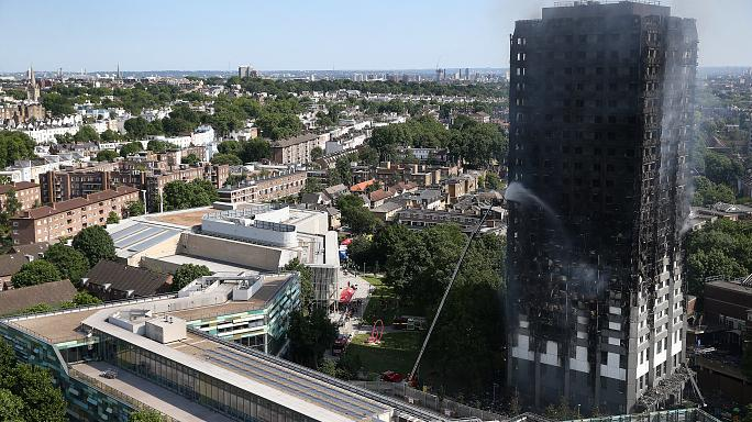 Londra'da alevler 27 katlı gökdeleni yuttu