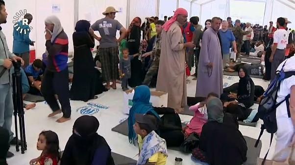 شاهد : النازحون العراقيون يصابون بالتسمم من المعونات الغذائية