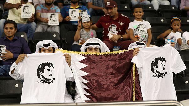 الفيفا تلوح بالعقوبات ضد منتخب قطر لكرة القدم والمدرب يستقيل