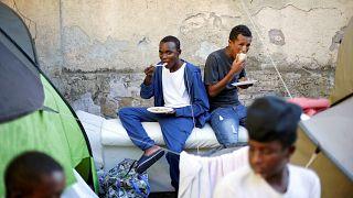 Roma pide detener la acogida de inmigrantes