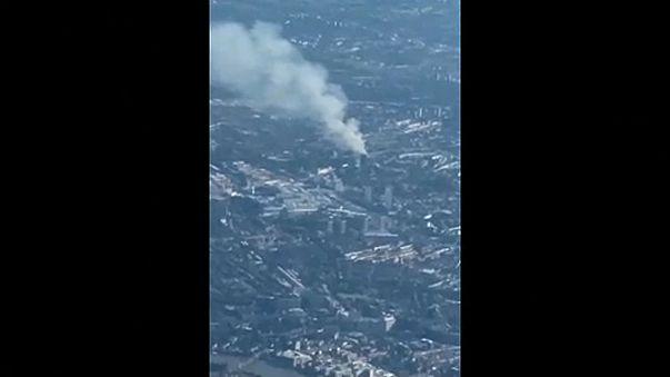 Légi felvételek a füstölő Grenfell-toronyról