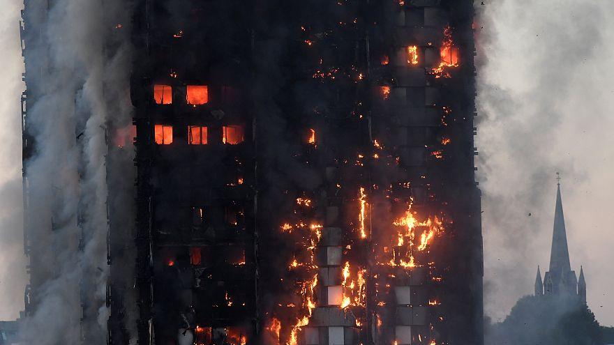 Espectacular incendio en una torre residencial de Londres