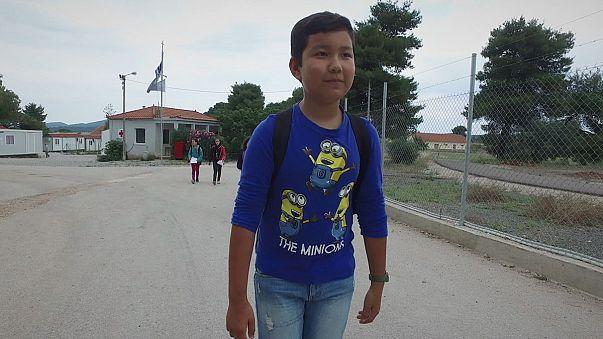 Menekült gyerekek a görög iskolákban