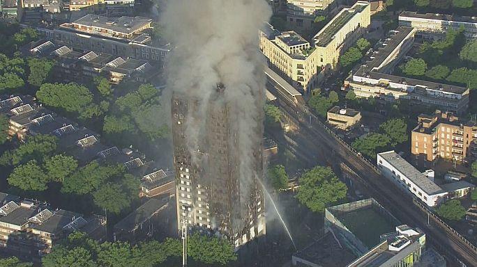 Londres: Incêndio em torre de apartamentos mata pelo menos 6 pessoas