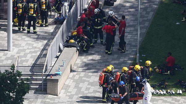 لندن؛ ساختمان ۲۷ طبقه در میان شعلههای آتش
