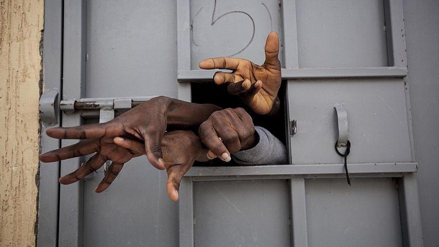 """ظروف """"مريعة"""" للمهاجرين المحتجزين في ليبيا"""