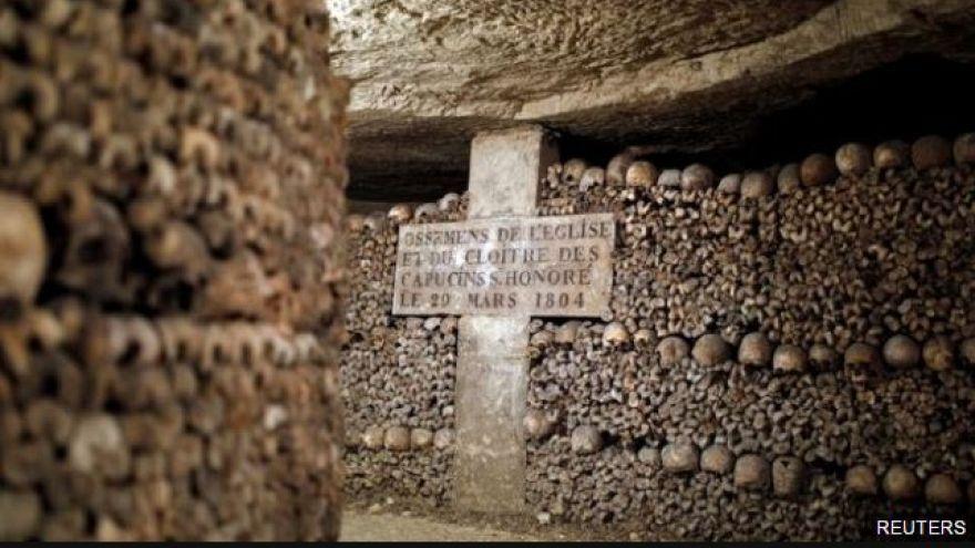 Yeraltı mezarında kaybolan iki kişi 44 saat sonra bulundu