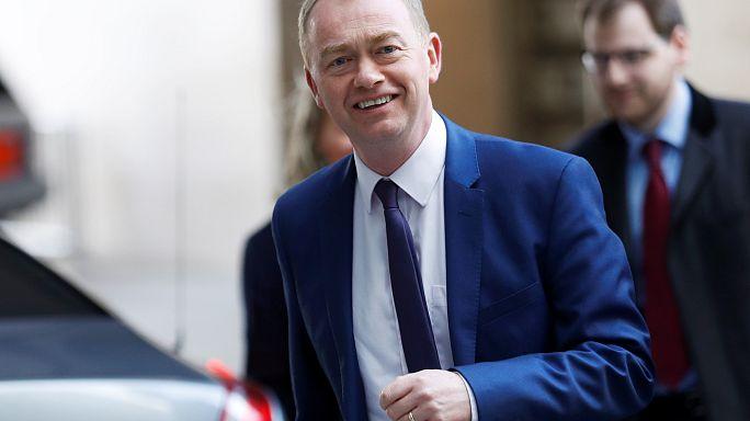 استقالة زعيم الحزب الليبرالي الديمقراطي البريطاني بسبب آرائه حول المثليين