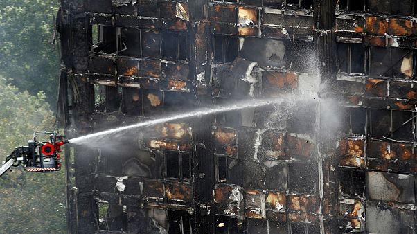 لندن؛ شمار قربانیان آتش سوزی برج مسکونی به ۱۷ نفر رسید