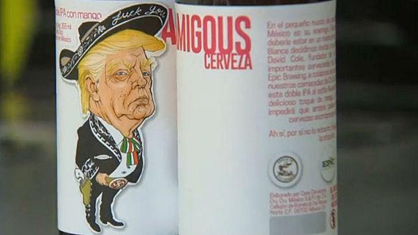 Una cerveza viste a Trump de mariachi