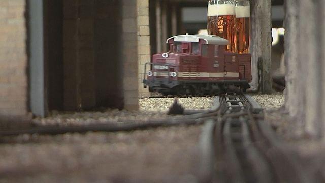La cervecería que sirve sus bebidas en trenes de juguete