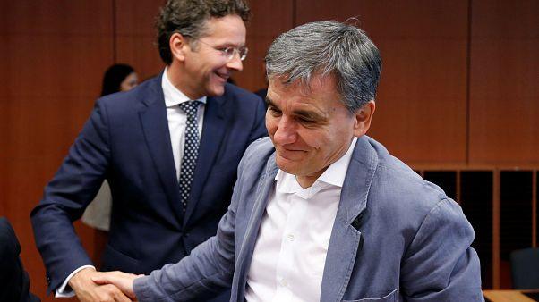 Еврогруппа даст Греции денег, но долг не спишет