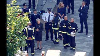 Londra, May e Khan sul luogo dell'incendio