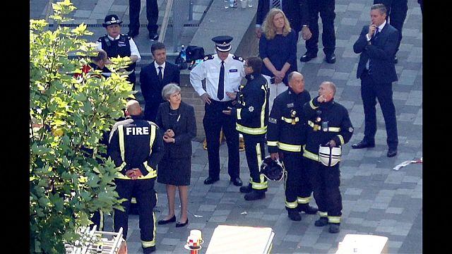Hochhausbrand: Wütende Bürger und verzweifelte Angehörige