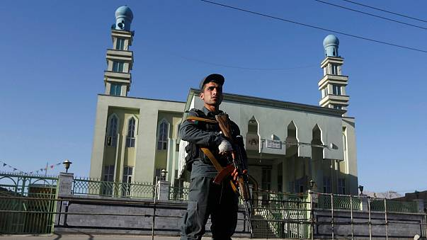 قتلى وجرحى في اعتداء على مسجد والدولة الإسلامية تعلن مسؤوليتها