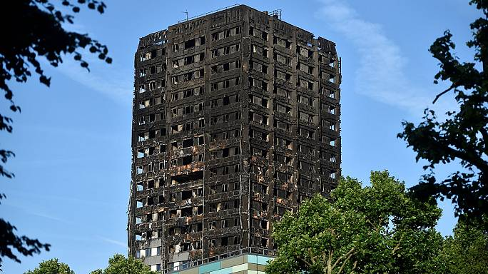 Número de mortos no incêndio em Londres sobe para as três dezenas