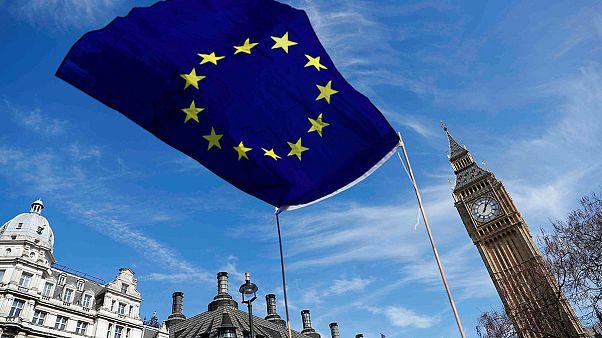 Hétfőn kezdődnek a Brexit-tárgyalások
