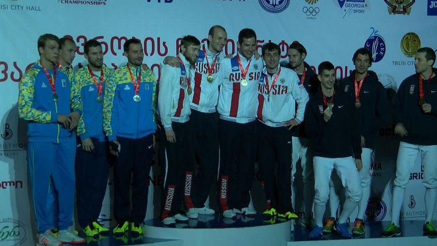 شمشیر بازی قهرمانی اروپا: مدال طلای رقابت های تیمی برای مردان روسیه و زنان ایتالیا