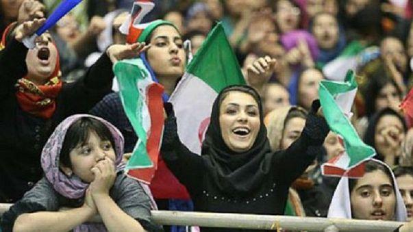 انصار حزب الله: درباره ورود زنان به استادیوم، آتش به اختیار عمل میکنیم