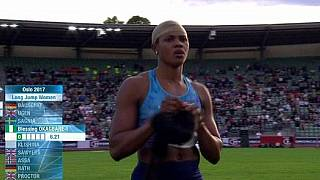 'Heads up': Nigerian athlete warns after wig falls off during event