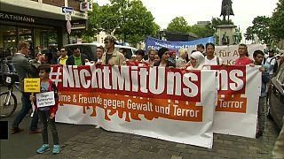 Köln'deki Müslümanlar 'radikal İslam'a karşı yürüdü