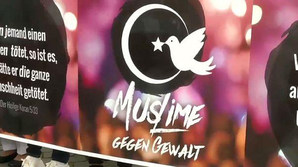 بالفيديو: مسلمون يشاركون في مسيرة ضد التطرف بالمانيا