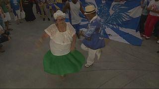 Brésil : les écoles de samba de Rio en colère