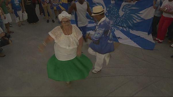 Brasil: Samba protesta contra corte de apoios no Rio de Janeiro