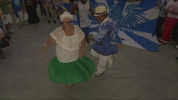 Dance demonstration: Brazilians samba to protest against funding cuts