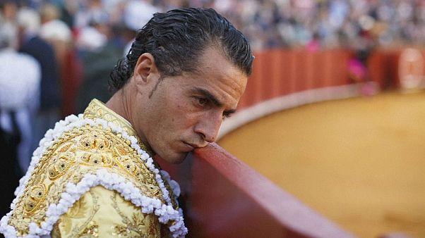Felnyársalta a matadort